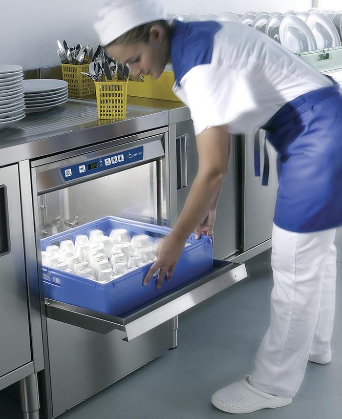 Underbords-opvaskemaskiner klarer opvasken hurtigt og effektivt
