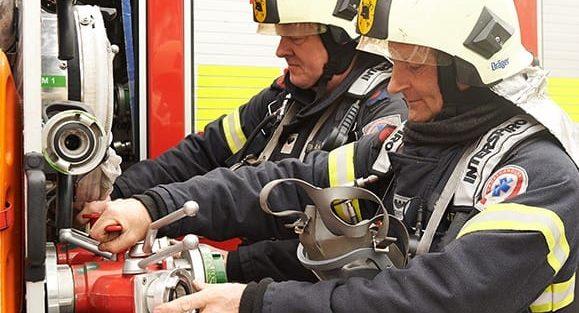 Fredericia-Brandstation-_brandmænd-ordner-grej (2)