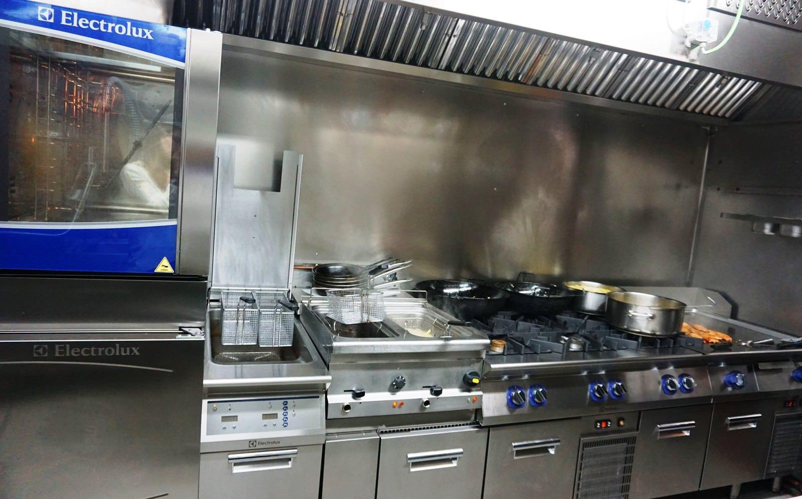 Cocina XP y Horno Electrolux, restaurante La Txitxarrería