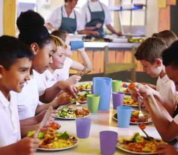 Kids eating at School _72dpi