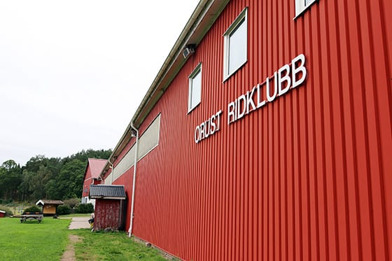 Ridklubb Orusts stall, strax utanför Henån på Orust